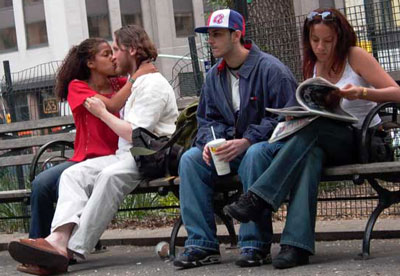 kissers and non-kissers in Union Square, photo by Pat Arnow