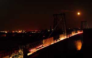 moonrise over Williamsburg Bridge during blackout, photo by Pat Arnow